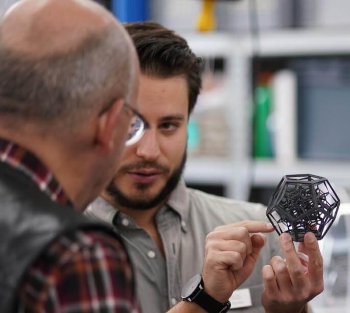 SLS 3D Berater schult Kunden zum selektiven Lasersintern